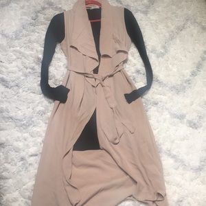 Sleeveless duster with belt - light brown